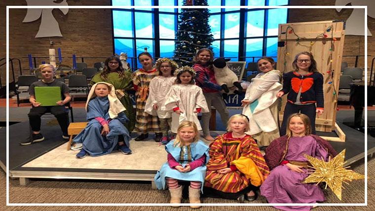 Children posing at the Sun Prairie United Methodist Church (Sun Prairie, WI)